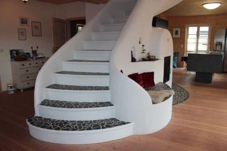treppe mit ofen in den wohnraum integriert fliesenonkel. Black Bedroom Furniture Sets. Home Design Ideas