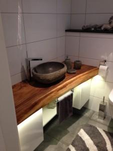 Steinwaschbecken aus Massivholz Waschtischplatte